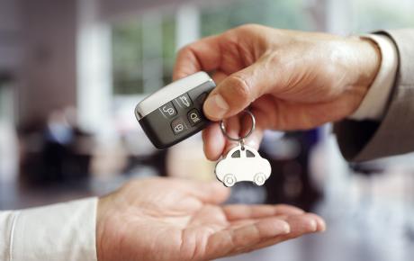 Por qué comprar un coche de segunda mano en una compraventa